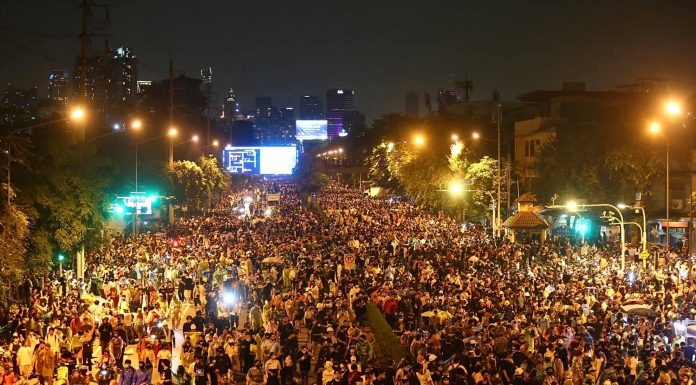 Marches from the Victory monument to the Government House in Bangkok (10/21). Photo: Free Youth